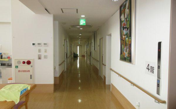 施設の廊下になります