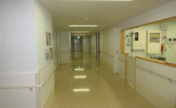 居室につながる廊下です。ここからお部屋に繋がります。