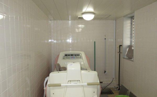 施設にある特浴になります。座位が保持できればこちらでご入浴が可能です。
