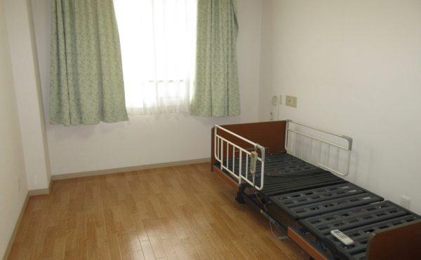 トイレの位置によりベッドは反対側の方が導線が良いこともあります。