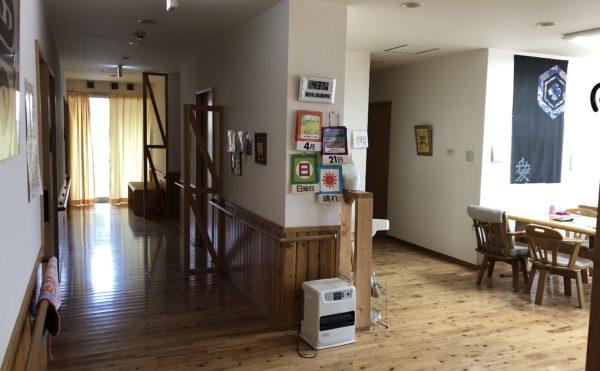 左側に居室が並び右側は広いリビングスペースとなっています。