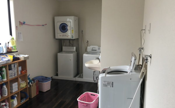 洗濯機スペース。基本的には介護保険にて施設スタッフが使用。ご家族の方も使用できます。