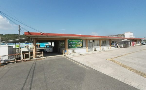 最寄り駅のJR西大寺駅。徒歩の場合約15分となります。