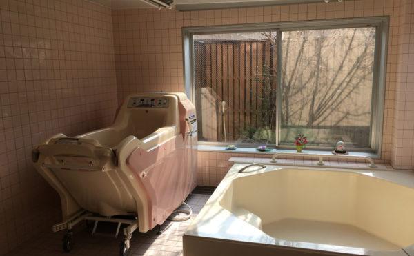機械浴の写真。各階に一般浴もあるのでゆっくりとした入浴が可能