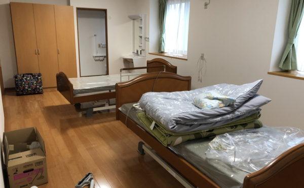 備え付けの介護ベットを2台設置しても十分な広さがあります。