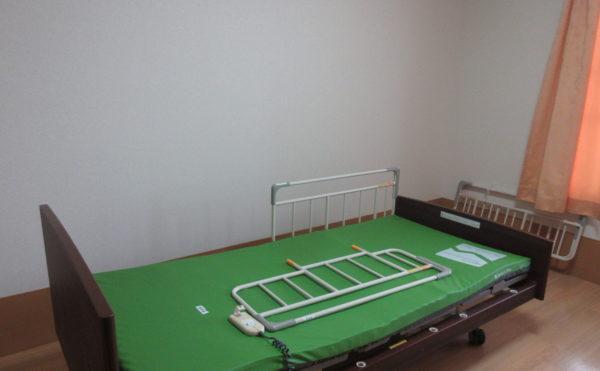 初めから介護ベッドがついています。