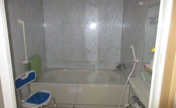 個室の浴槽で不安な方は共用のお風呂もあります