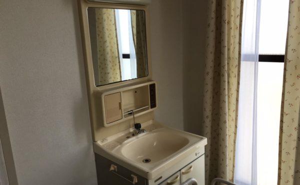 居室により洗面台が付いています。