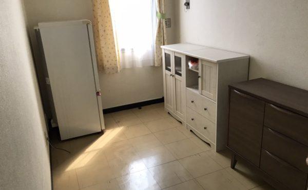 タンスなどの家具が備え付けの部屋もあります。