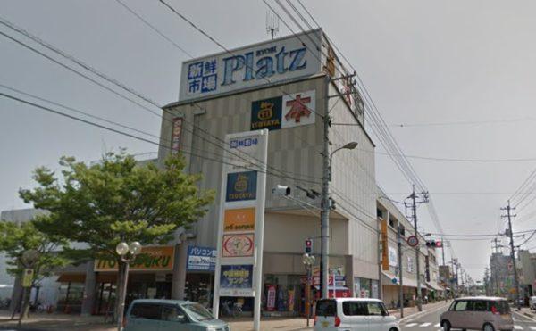 近くには大型スーパーなどが多くあります。