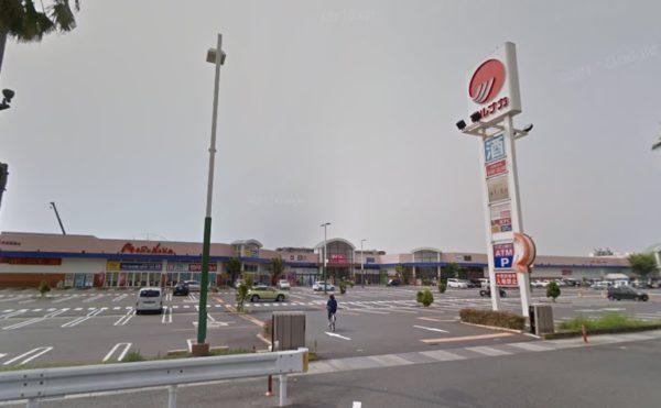 国道2号線を渡ってすぐには大型スーパーもあります