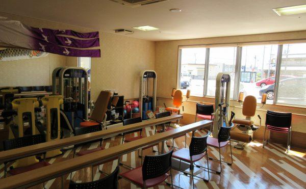 ラナシカくらしきの特徴のひとつである、機能訓練室です。平行棒もあり歩行訓練も可能です。(隔日、作業療法士あり)