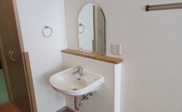 居室の洗面台 車椅子でも使いやすい作りになっています