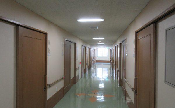 居室につながる廊下も広々としていて、車いすでも楽々です