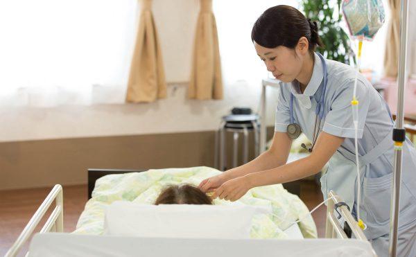 病棟経験豊かな看護師が24時間常駐することで、医療ニーズの高い方や緊急時にも対応いたします。緊急時での医療処置も万全な体制を整えています。
