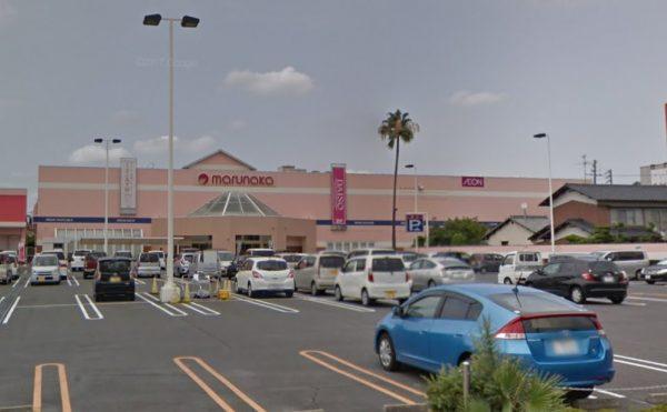 近くには大型スーパーもあります。お元気な方はこちらまで歩いてお買い物に行かれる方も。