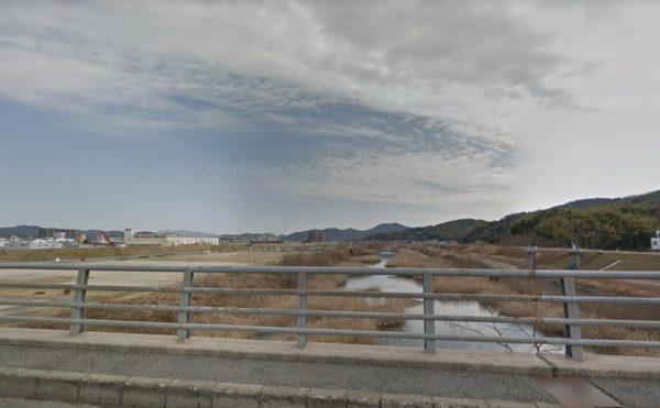 気候が良い時は近くの百聞川に行くのも良いですね。