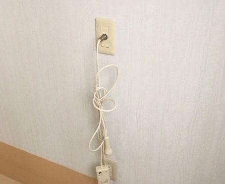 通常はナースコールの届く範囲にベットを設置します。ケーブルの長さも十分にあるのでお部屋のレイアウトも工夫ができます。