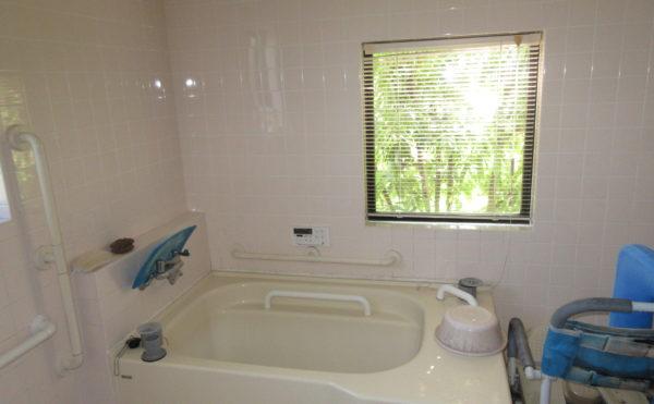 お風呂は個浴のタイプになっております。
