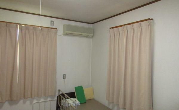居室のタイプは個室になります。介護ベッドはついてます。