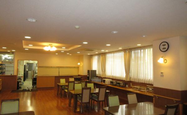 食堂も広々しています