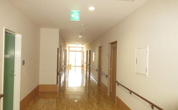 居室に続く廊下も広々としています