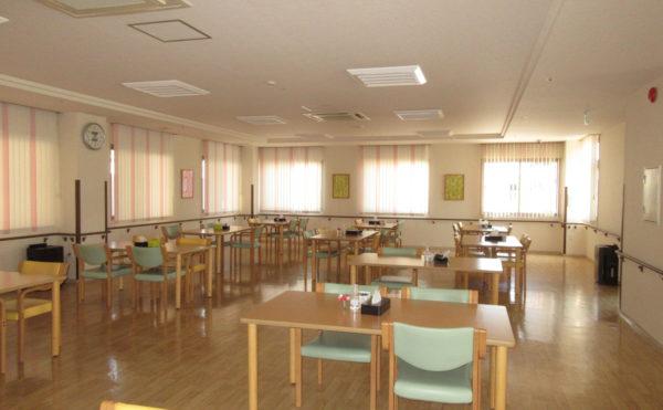 食堂も広々としていて、こちらでお食事を頂けます