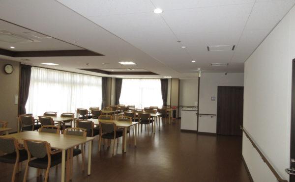 食堂も新しく非常にきれいです