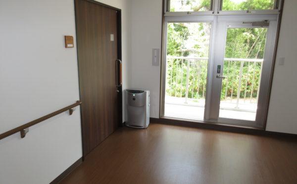 廊下には空気清浄器もございます