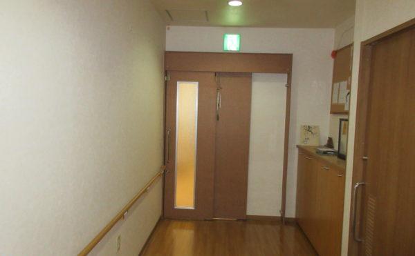 居室に続く廊下も広いです