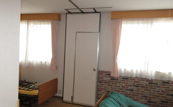 隣同士の居室を壁を開けて1つの部屋に出来る設計。TPOに応じて分ける事が出来る。