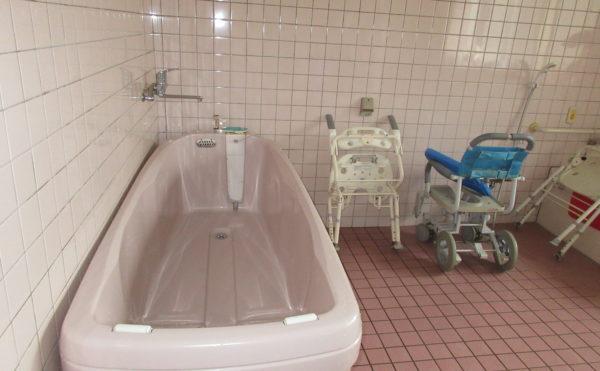 機械浴。介護度が上がってもきちんと入浴を楽しむことができます。