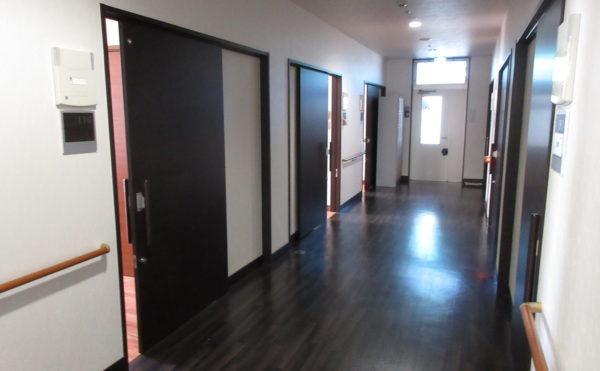 居室に続く廊下