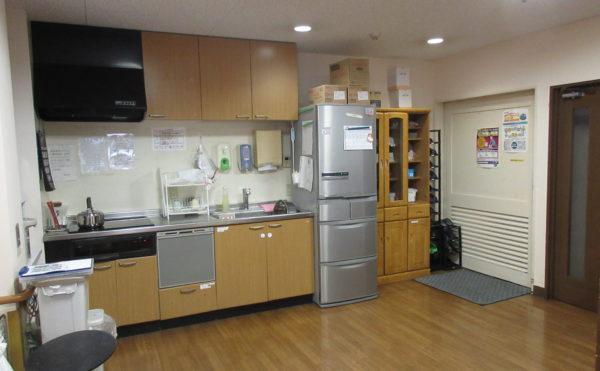 共有スペースのキッチンになります