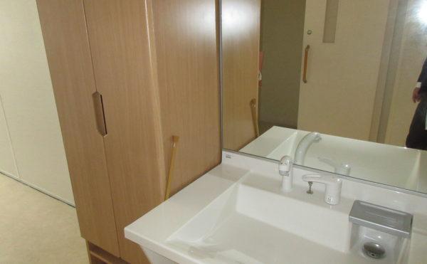 居室の洗面は下側が空いていて車椅子でも使用しやすいです。