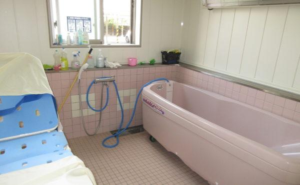 特浴はストレッチャー浴になります