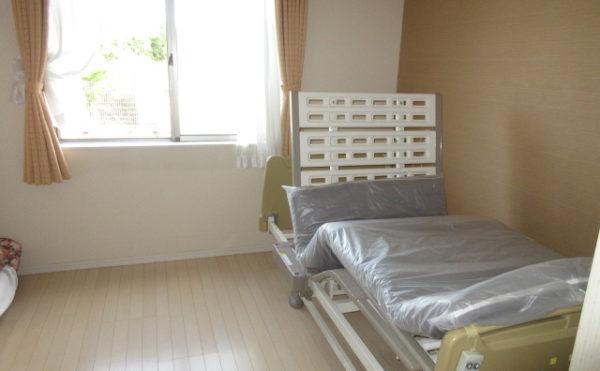 居室の雰囲気になります。介護ベッドは備え付けになります。