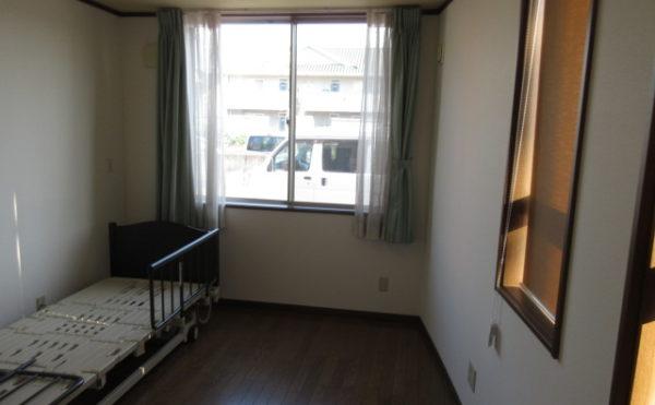 1階の居室の角部屋は窓が多く非常に明るいです。