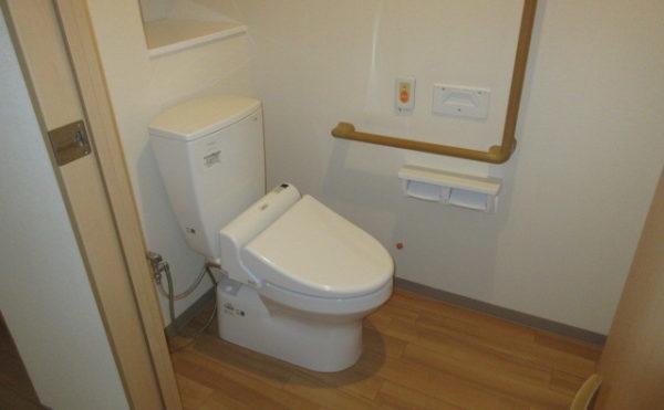居室にはトイレが付いています。