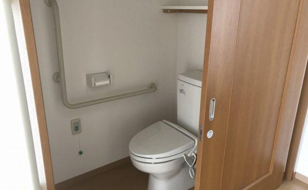 ウォシュレット完備で清潔感があるトイレ