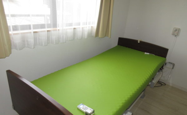 居室にはベッドが付いています