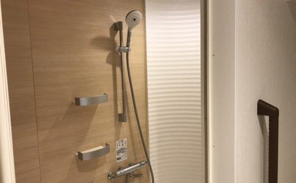 全部屋ではないですが簡易シャワーもついています。